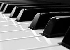 nauka gry na pianinie sprawia przyjemnosc